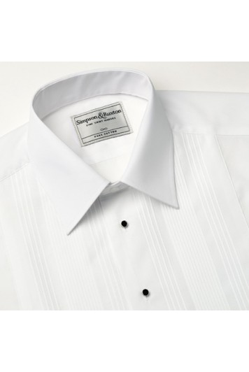 A pleated regular collar slim fit dress shirt.